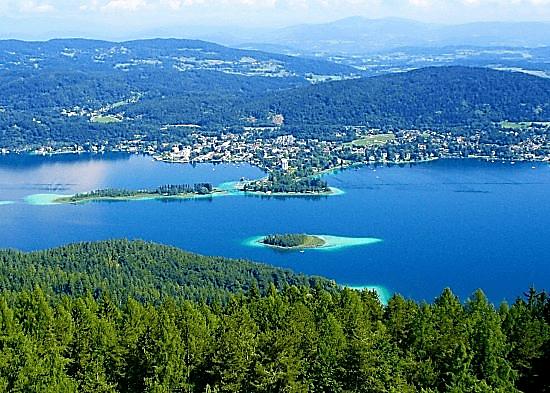 دریاچه ورث یکی از جاذبه های توریستی اتریش