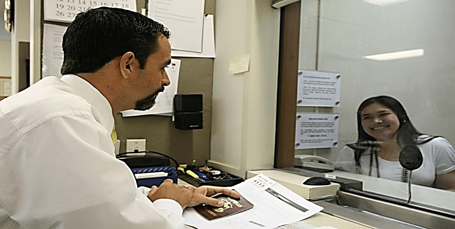 آفیسر صدور ویزا و نحوه برخورد با آفیسر برای اخذ ویزا